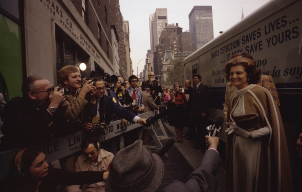 First_Lady_Betty_Ford_Talks_with_Reporters_Outside_the_Guttman_Institute_for_Early_Detection_of_Breast_Cancer_in_New_York_City_-_NARA_-_12082709.jpg